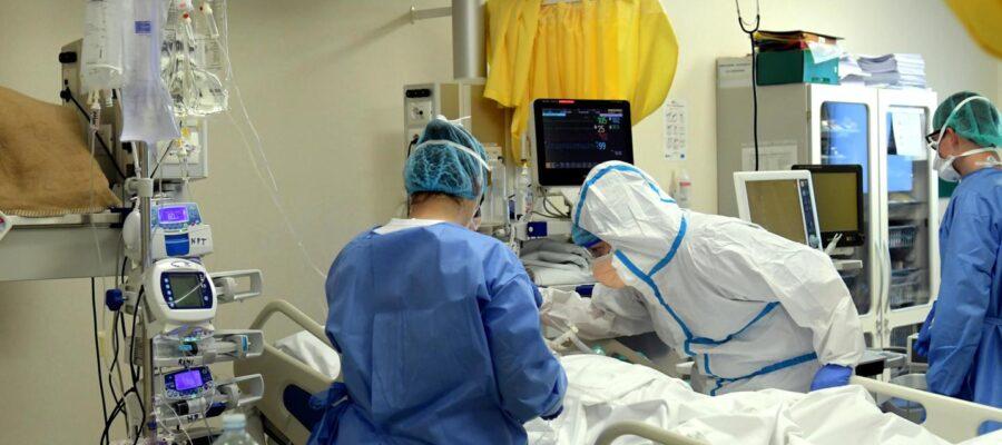 """Una squadra di sei preti tra i malati Covid dell'ospedale """"S. M. Goretti"""""""