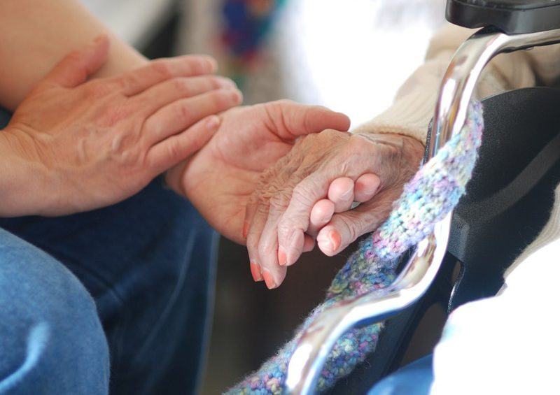 Mons. Perego: la cura della salute degli anziani in tempo di Covid