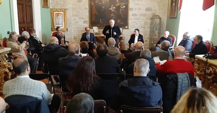Il Card. Bassetti celebra la Messa insieme ai giornalisti