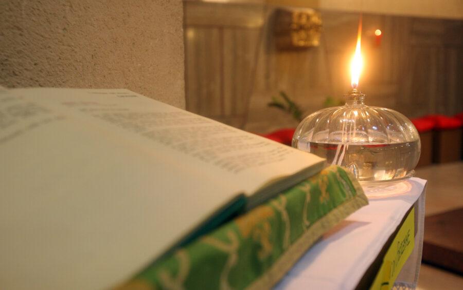 ROMA 17-01-2008 UNIVERSITA' LA SAPIENZA DOPO LE MANIFESTAZIONI CONTRO LA VISITA DEL PAPA BENEDETTO XVI GLI UNIVERSITARI CATTOLICI SI SONO RITROVATI IN CAPPELLA PER VIVERE UN MOMENTO DI PREGHIERA.