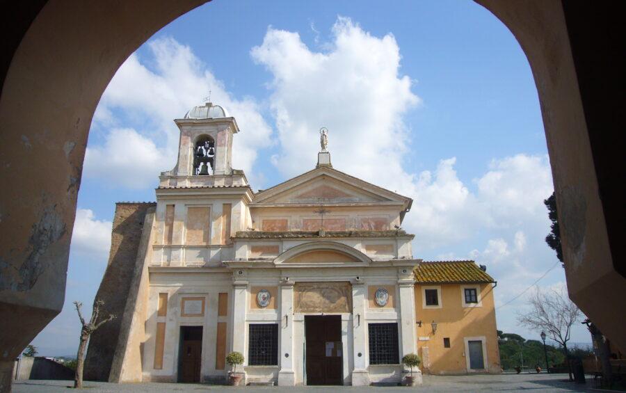 Castel di Leva - Roma - Chiesa antica del Santuario della Madonna del Divino Amore meta di pellegrinaggi e devozione