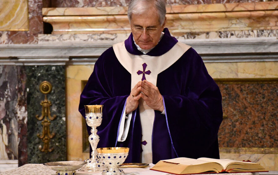 Quaresima. Mons. Boccardo: digiuniamo dai cellulari e dalle troppe parole