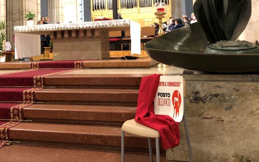 """Femminicidi. Torna l'iniziativa """"Un posto vuoto"""" nelle chiese"""