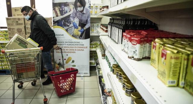 Roma 22–01-2021 Caritas Emporio Caritas, emergenza Covid-19 Progetto realizzato grazie alla partecipazione di  Arsial, all' acquisto di beni alimentari provenienti dalla Regione Lazio Ph: Cristian Gennari/Siciliani