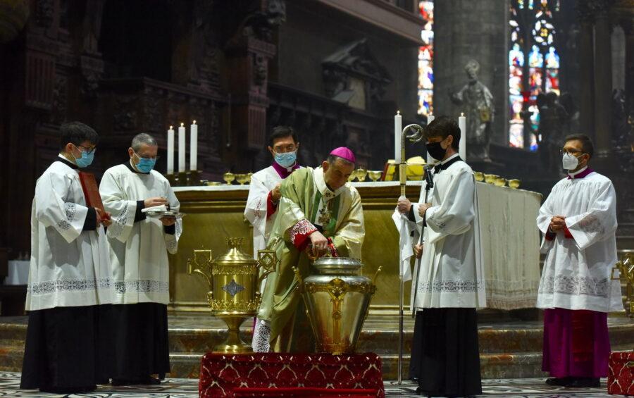 Messa del Crisma. Mons. Delpini: È entrato nel santuario