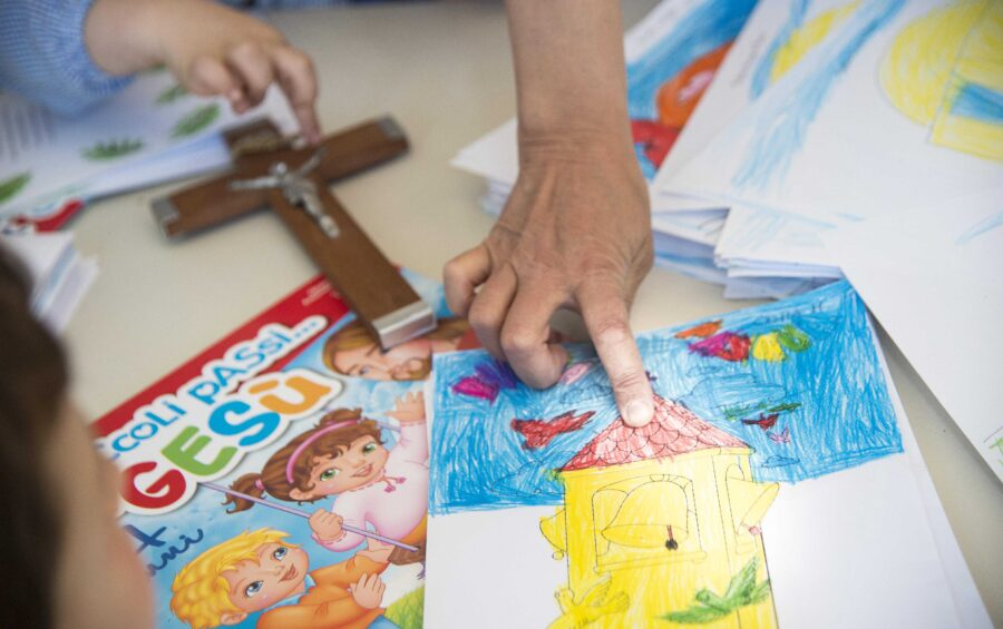 Carchitti ( Roma ) 17 maggio 2017 Scuola Materna Una lezione di IRC ( Insegnamento della Religione Cattolica )