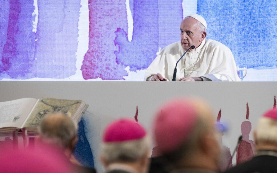 Roma 24 maggio 2021 Hotel Ergife Conferenza Episcopale Italiana Assemblea generale della Cei, aperta dal Santo Padre Papa Francesco. Il card. Gualtiero Bassetti e il segretario Stefano Russo