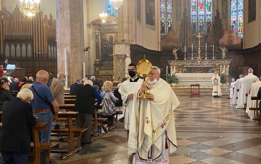 """Corpus Domini. Il card. Bassetti:""""Guai ad essere superficiali nei confronti dell'Eucaristia"""""""