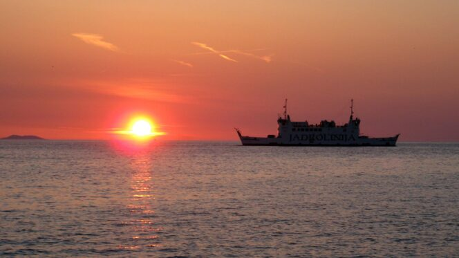 Barca al tramonto - pesca Ph : Sergio Pierantoni